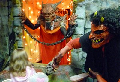 Haunted House: Creepy Halloween Display (Part 1)