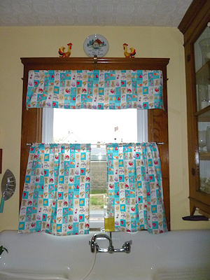 Kitchen curtains can be quite easy and really freshens up the kitchen