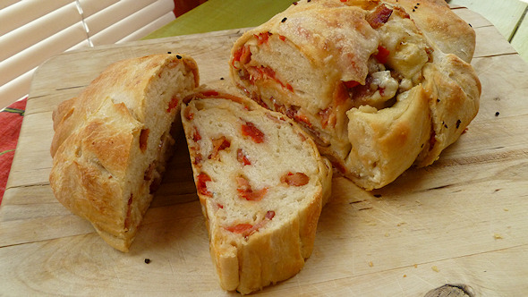 Bacon Tomato Onion Bread