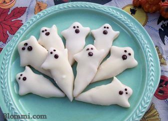white chocolate shortbread ghost halloween cookies