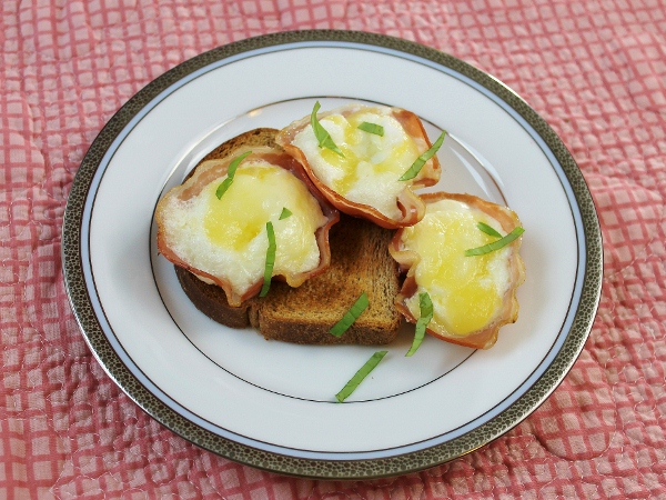 Pancetta Egg Cups : Diet Friendly Italian Breakfast Recipe