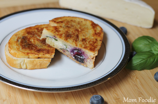 blueberry brie grilled cheese with basil and brown sugar cinnamon