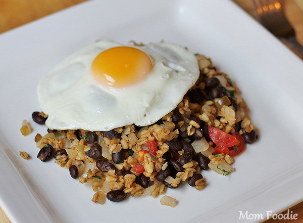 High Protein – Lowfat Breakfast Recipe: Egg over Spicy Wheat and Black Beans