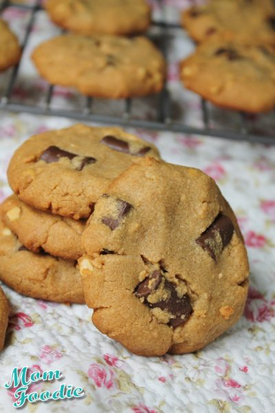 Flourless Peanut Butter Cookies with Chocolate Chunks