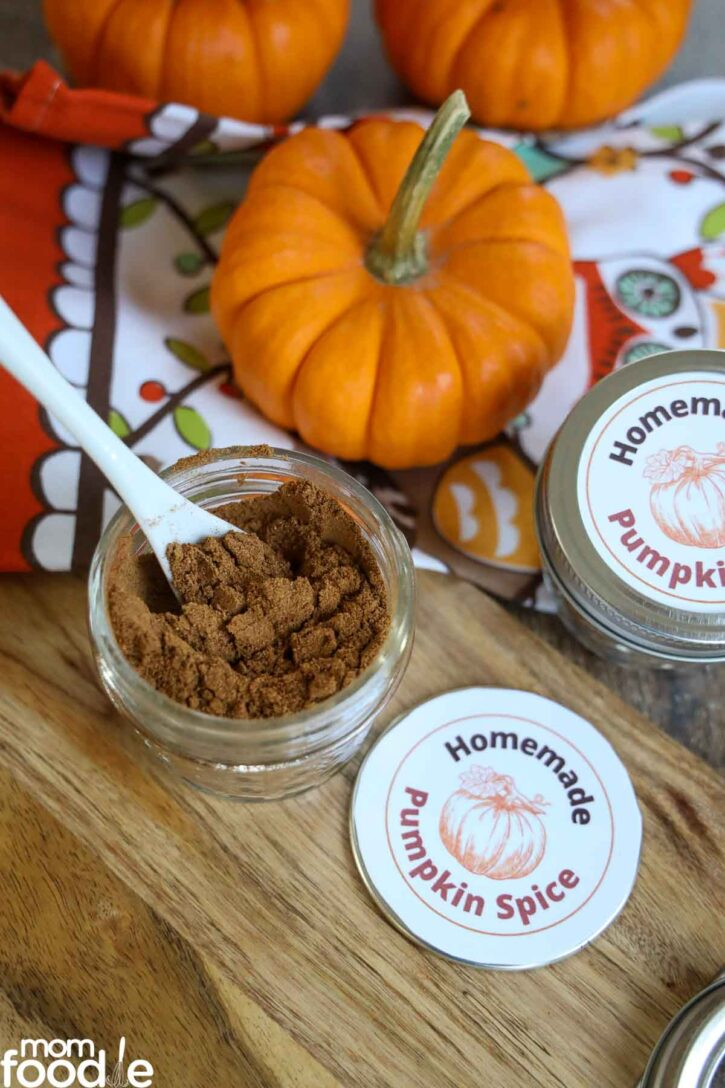pumpkin pie spice in jar with spoon.