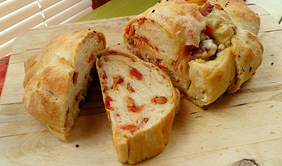 Bacon Tomato Blue Cheese Bread