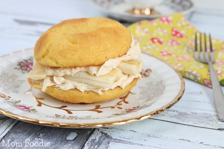 Golden Irish Cream & Banana Whoopie Pies Recipe - Mom Foodie