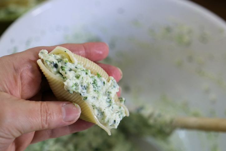 jumbo stuffed shells spinach ricotta filling