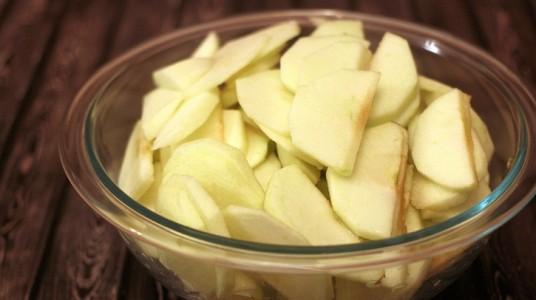 Canning Apple Pie Filling - sliced apples