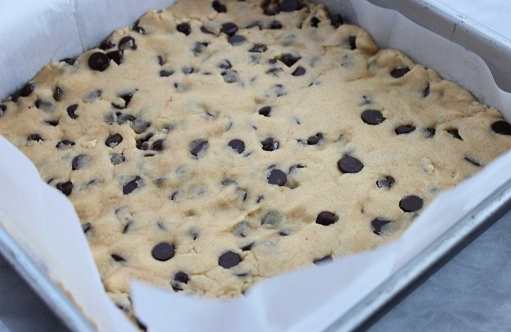 Chocolate Chip Cookie Cheesecake Bars cookie crust