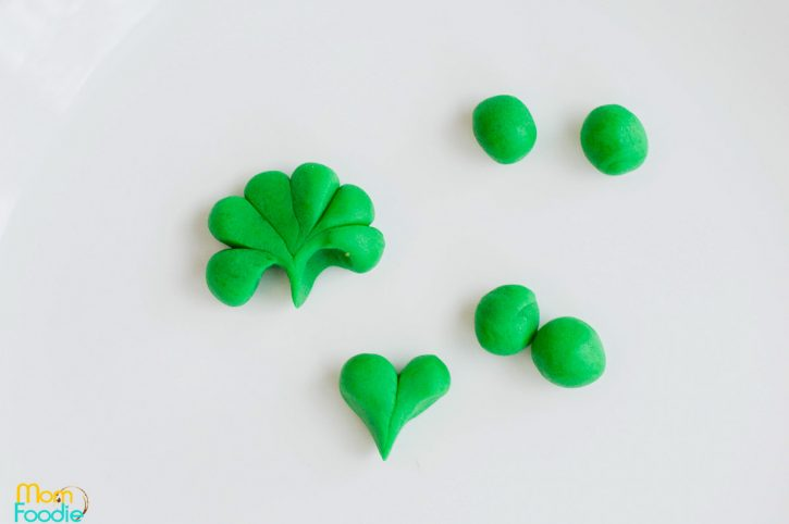 making shamrock toppers