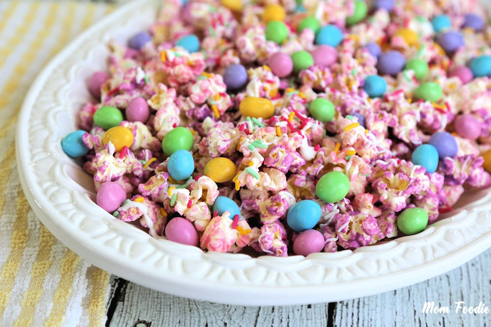 Easter Popcorn with M&Ms