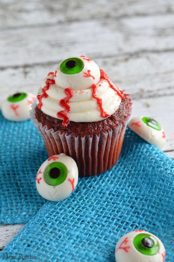 Easy Eyeball Cupcakes - Last Minute Halloween Party Food