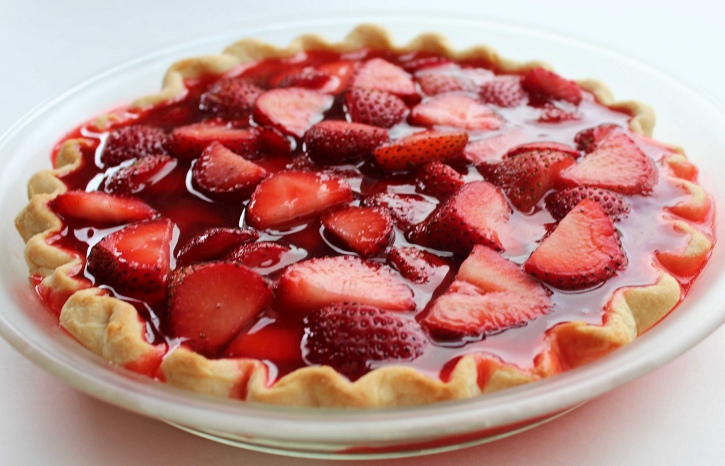 Easy Strawberry Pie Recipe ready to chill