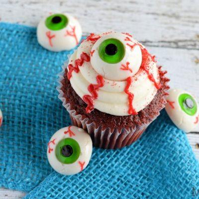 Easy Eyeball Cupcakes | Last Minute Halloween Party Food