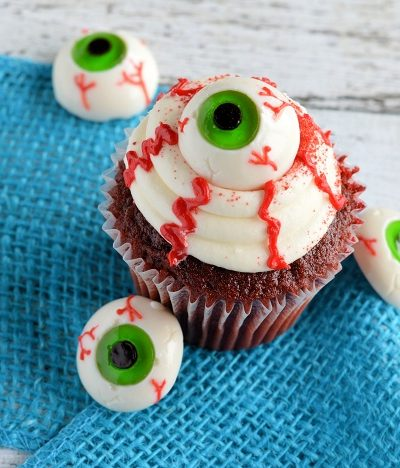 Easy Eyeball Cupcakes | Last Minute Halloween Party Food