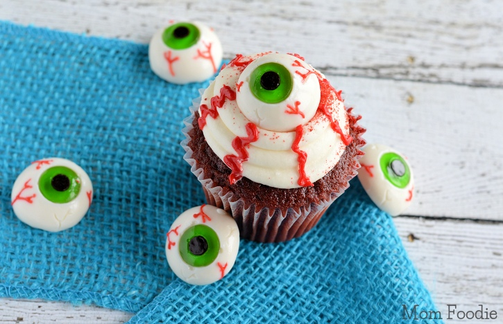 Easy Eyeball Cupcakes | Last Minute Halloween Party Food ...