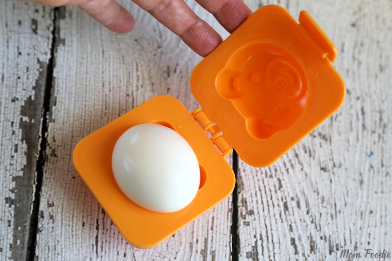 Fun School Lunch Ideas - shaping eggs
