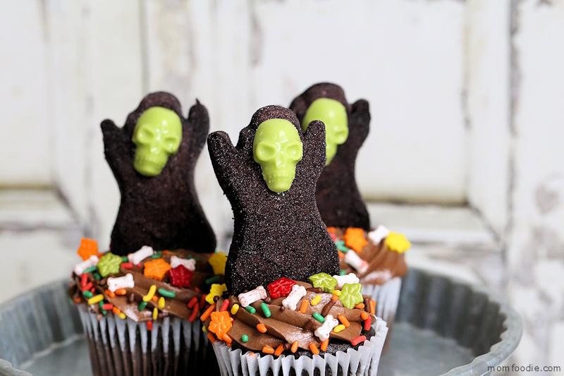 Grim Reaper Halloween cupcakes