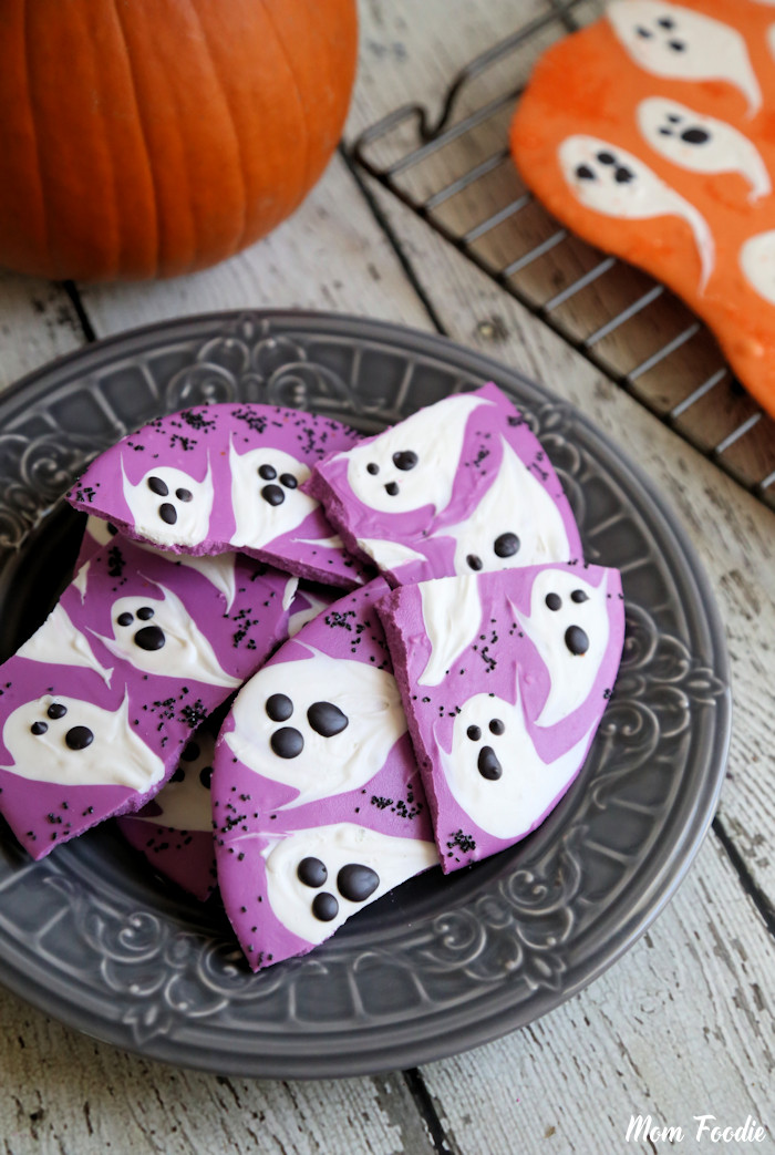 Halloween Ghost Chocolate Bark: DIY Halloween Candy