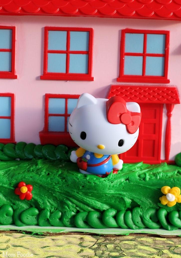 Hello Kitty Birthday Cake - close up