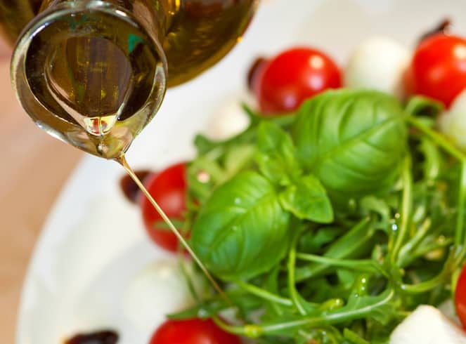 MCT oil benefits - adding to salad