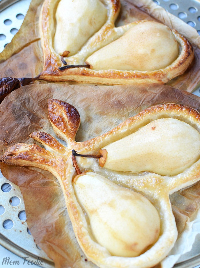 Pears baked in puff pastry