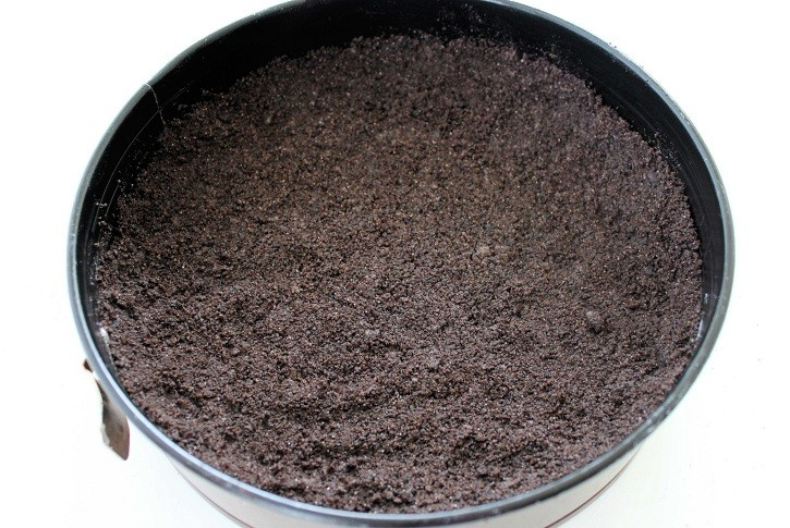 Oreo crust for cheesecake in springform pan