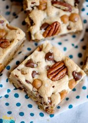 Salted Caramel Chocolate Chip Cookie Bars