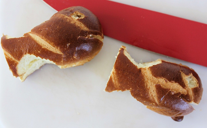 Seaside Bento- making buns into fish shape for bento