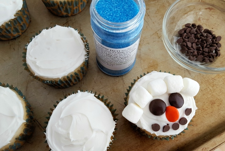 Snowman Cupcakes assembly