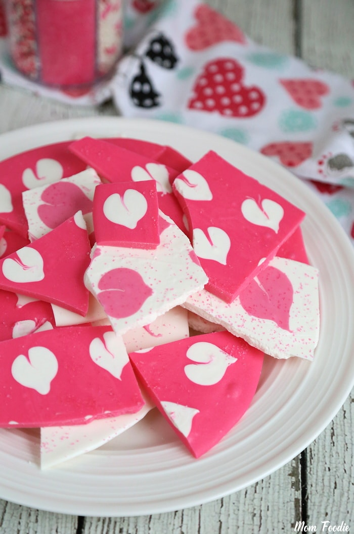 Homemade Valentine candy : Swirled Valentine Heart Chocolate Bark