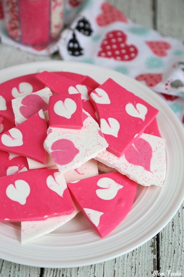 Homemade Valentine candy : Swirled Valentine Heart Chocolate Bark