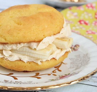 Golden Irish Cream & Banana Whoopie Pies Recipe