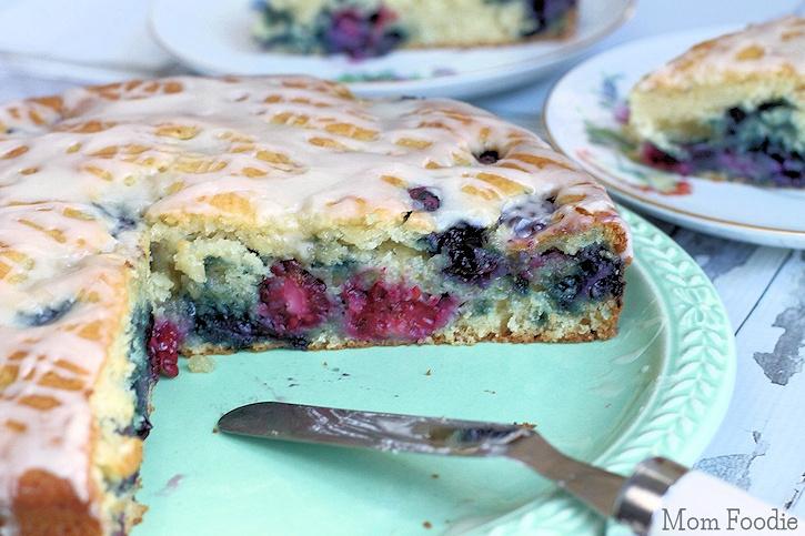 berry coffe cake with vanilla glaze