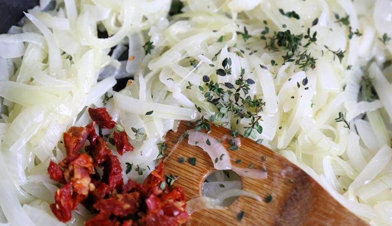 Caramelized Onion Tomato Jam- making