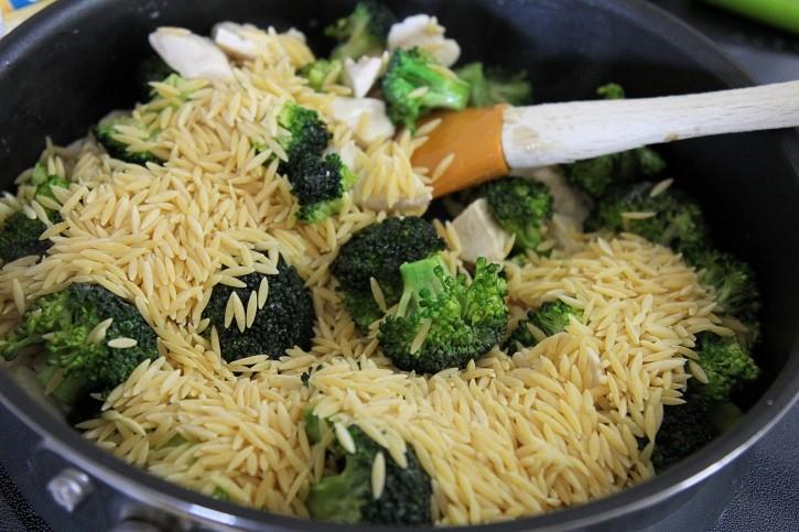 chicken broccoli alfredo orzo -orzo
