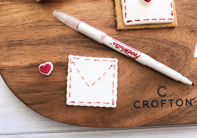 draw flap on fondant with edible ink