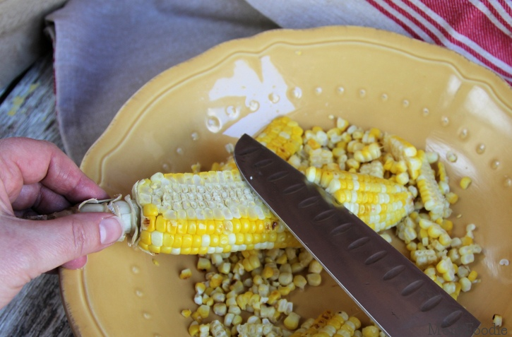 grilled corn salad cutting sweet corn from cob