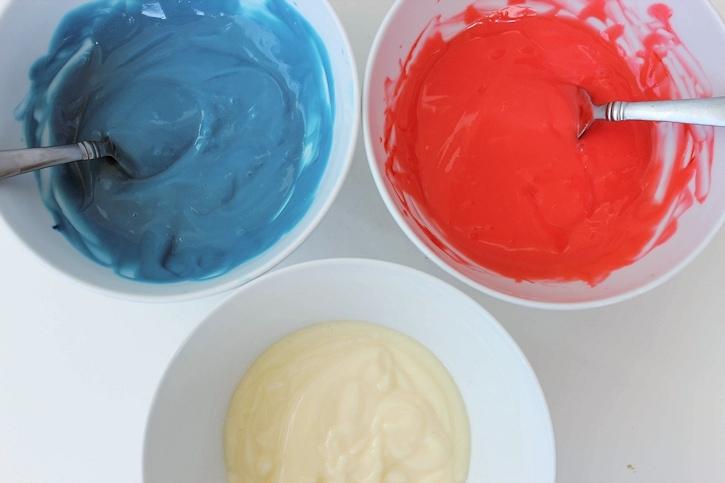 making patriotic pudding pops