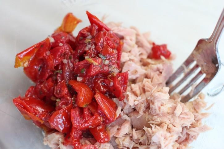 roasted tomatoes and yellowfin tuna