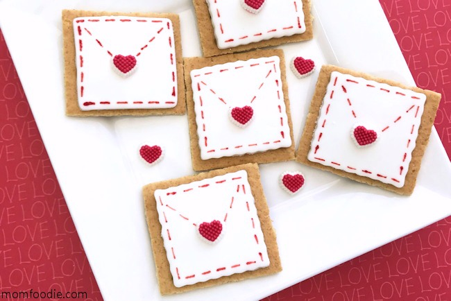 Valentine treats graham crackers
